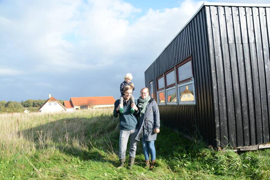 Skurvognen her skal indgå i det kommende halmhus, som Tenna og David Christensen skal i gang med at bygge til foråret. Foto: Palle Søby