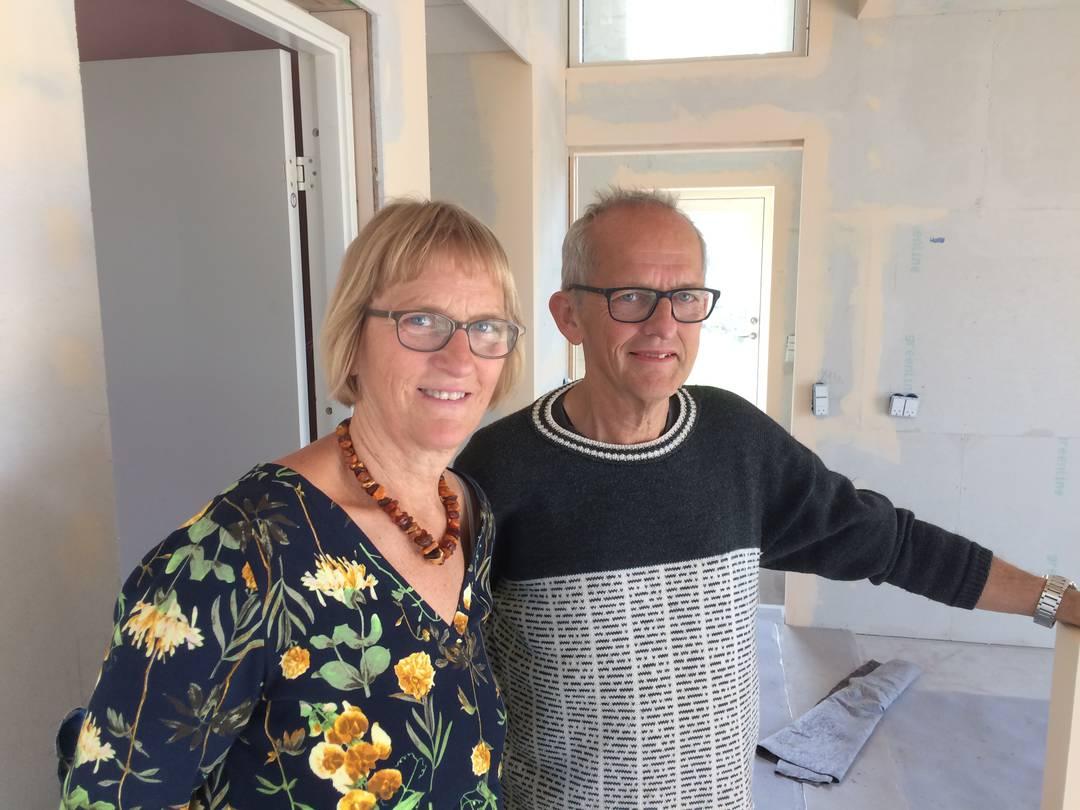 Ulla og Gert Klitgaard Johansen har drømt om at flytte i bofællesskab lige siden 1985. Men først efter 30 år i et parcelhus i Fangel er drømmen gået i opfyldelse. Foto: Palle Søby