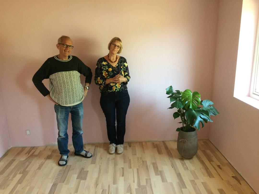 Gert og Ulla Klitgaard Johansen har allerede fået en plante til deres nye soveværelse. Foto: Palle Søby